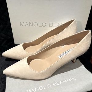 Manolo Blahnik Vallorco nude suede heels